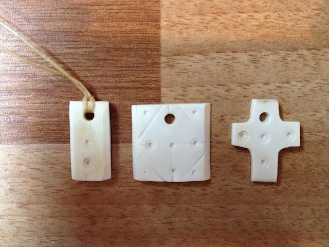 Travail de l'os en général : petits bijoux et objets usuels. IMG_0404