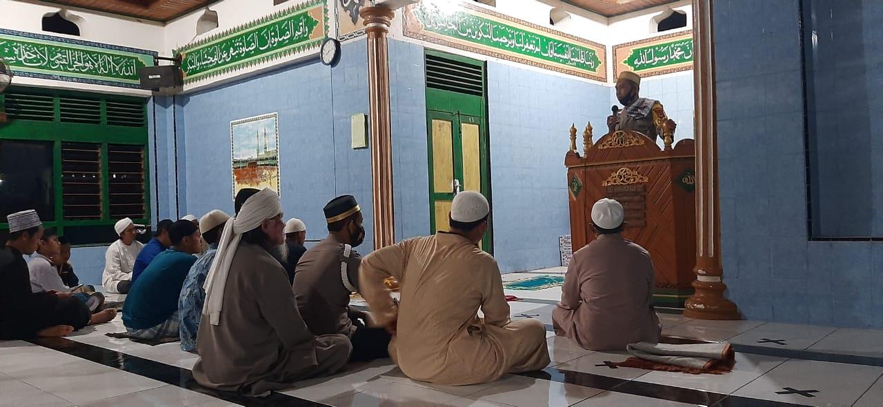 Kapolsek Lilirilau Bersama Personil Melaksanakan Giat Safari Ramadhan di Mesjid Taqwa Kampung Daoe Dusun Burecceng Desa Masing