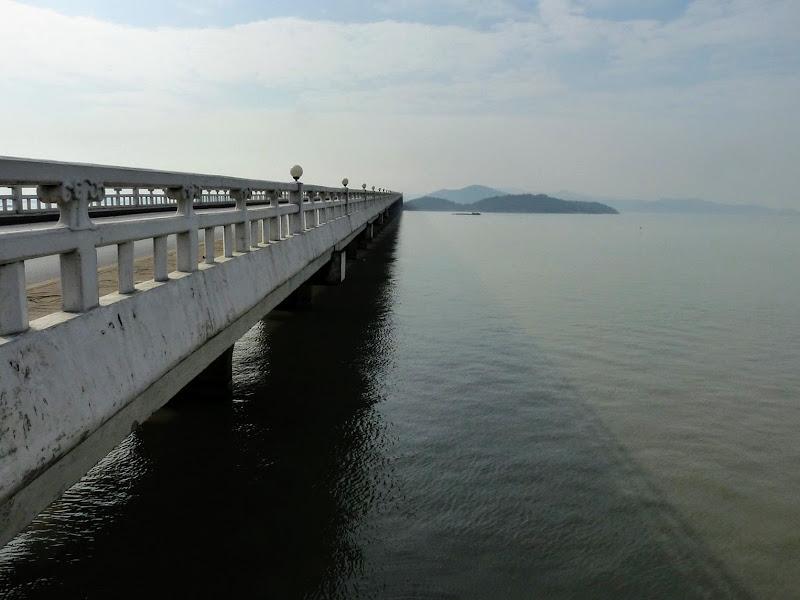 pont sur le lac Taihu