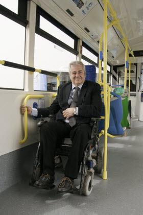 Si vas en silla de ruedas no tendrás que validar el título en la EMT