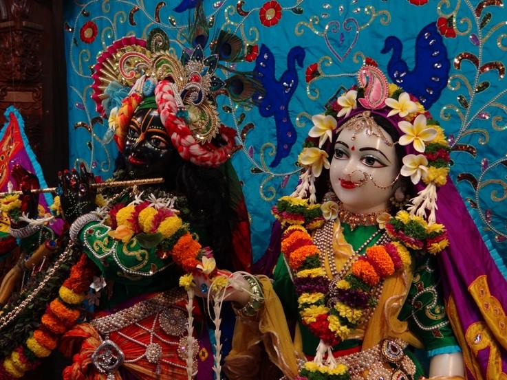 ISKCON Nigdi Deity Darshan 06 Jan 2016 (24)