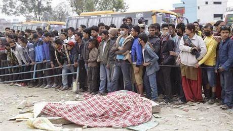 Tran dong dat manh 78 do richter xay ra tai mien trung Nepal vao trua ngay 254