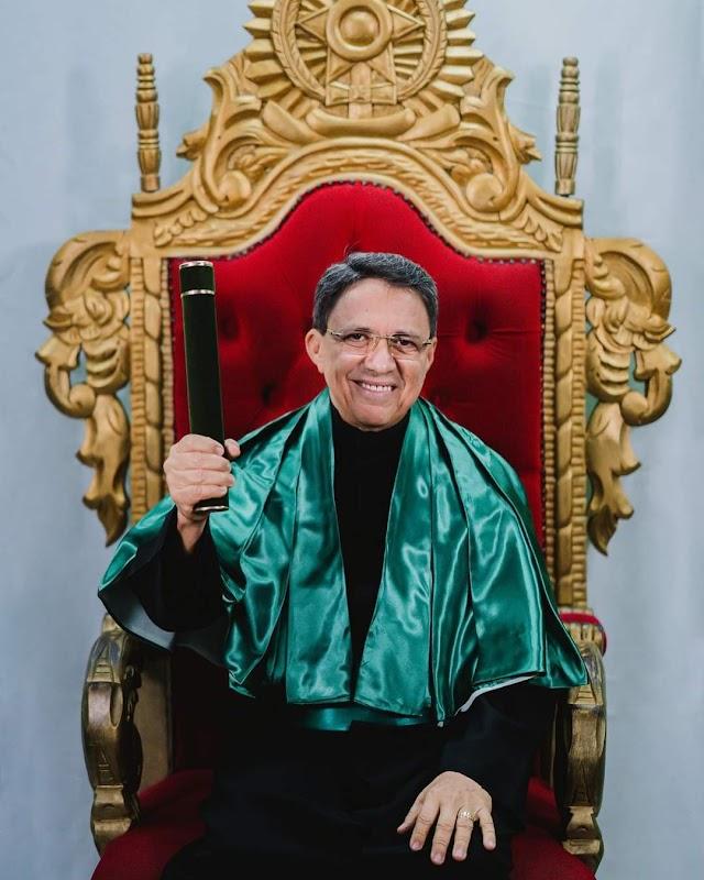 Pastor Jecer Góes se forma em  psicologia