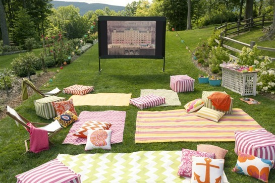 OutdoorMovie_FullSet-650x433