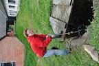 Nabrat vodu ze studny na zalití všech 200 keřů dá zabrat...
