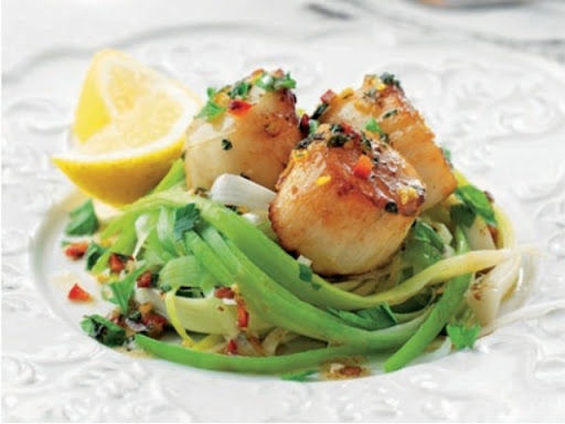 Seared scallops with leeks and lemon chilli butter