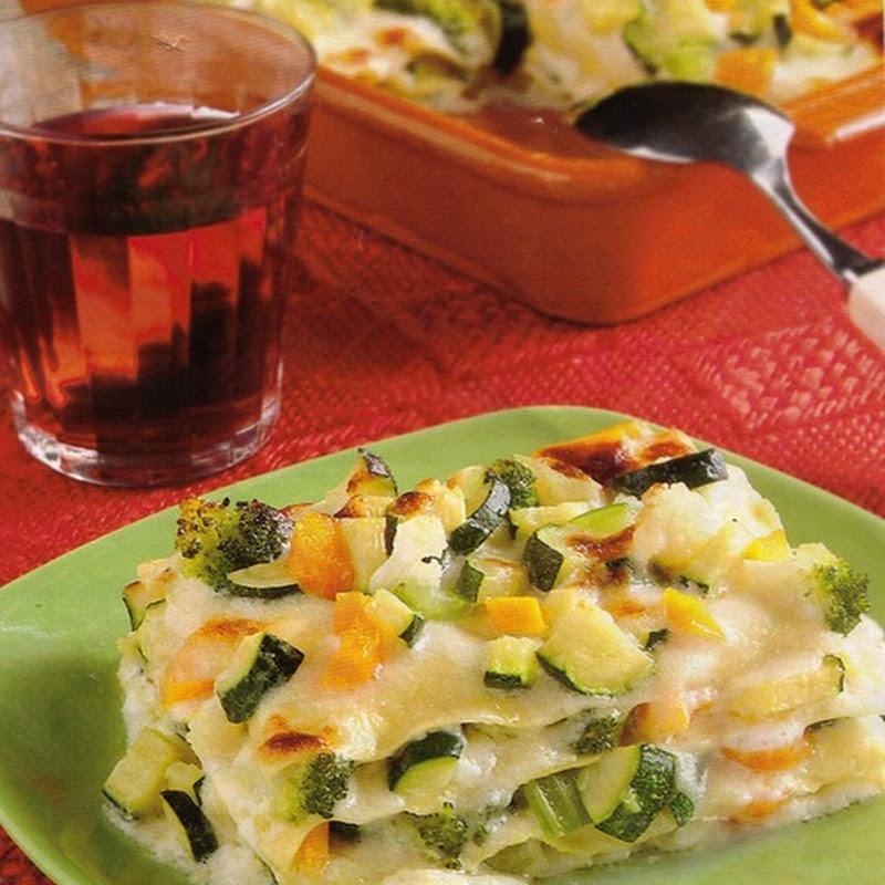 Lasagne vegetariane con sedano, broccoletti e cavolfiore.