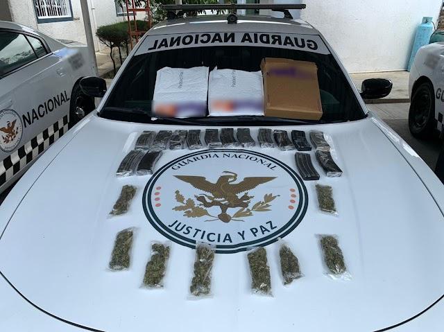 DECOMISA GUARDIA NACIONAL 15 CARGADORES PARA ARMA LARGA Y DROGA A SUJETOS QUE SE TRASLADABAN POR CARRETERA EN OAXACA
