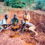 bakstenen worden gevormd in een mal