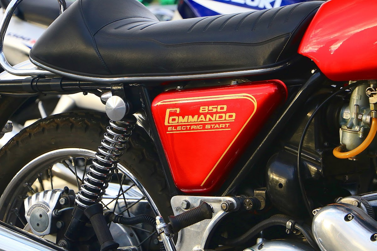 Norton 850 Commando Sidecover.jpg