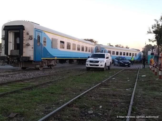 Descarriló un tren de pasajeros en Av. Soldado Aguirre y hay personas varadas sin asistencia; señalaron
