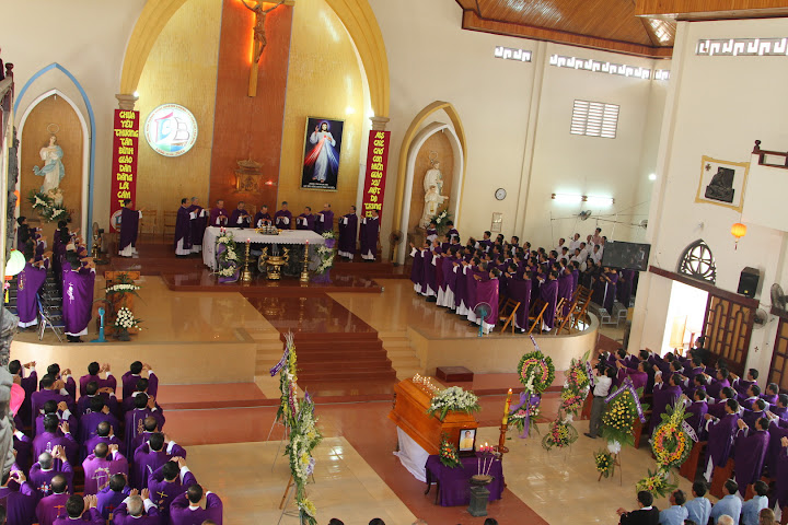 Thánh lễ an táng Cha Phêrô Nguyễn Đình Phong tại Giáo xứ Tân Bình 18.9.2015