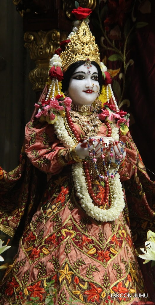 ISKCON Juhu Sringar Deity Darshan on 30th May 2016 (15)