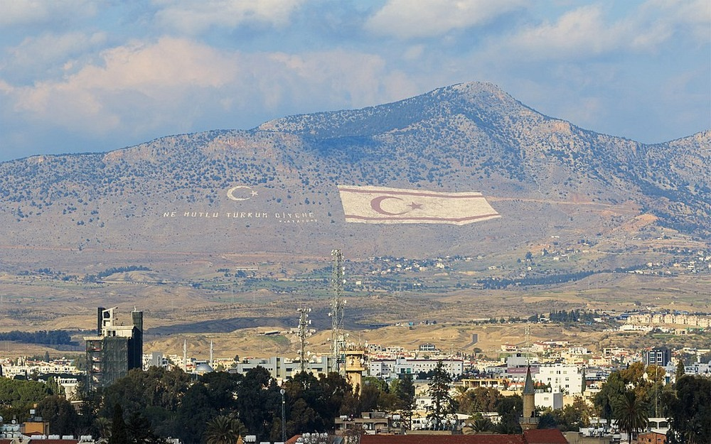 northern-cyprus-mountain-flag-1