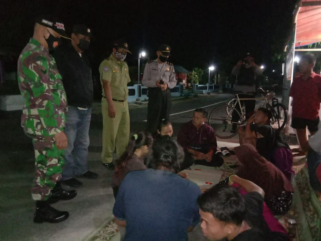 Peltu Sukamto Laksanakan Himbauan 5M Kepada Petugas Ronda