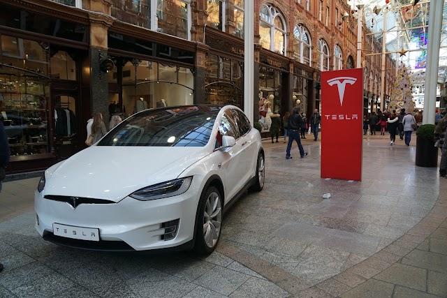 Tesla Store Leeds-Victoria Quarter
