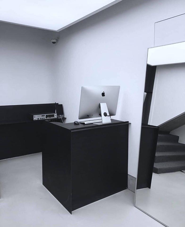 Cố gắng phấn đấu sắm đc máy tính Mac cho các em nhân viên
