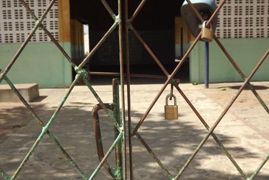 1532624871-escola-trancada