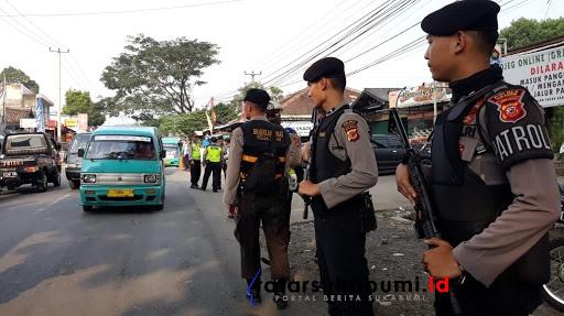 Razia Kepolisian sekat mobilisasi massa ke Jakarta // Foto : Isep Panji