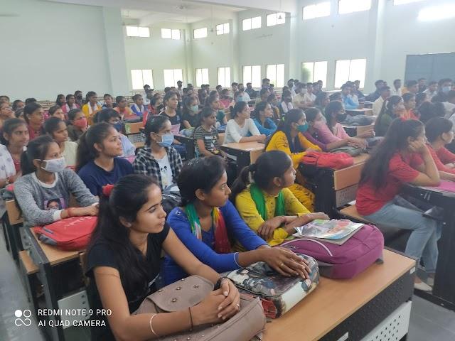 उच्च शिक्षा जीवन में स्वर्णिम अवसर प्रदान करती है-डॉ जे पी मिश्राबी ए के 300 छात्रों की हुई करियर काउंसलिंग