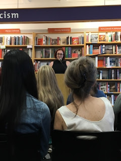Victoria Schwab speaking!