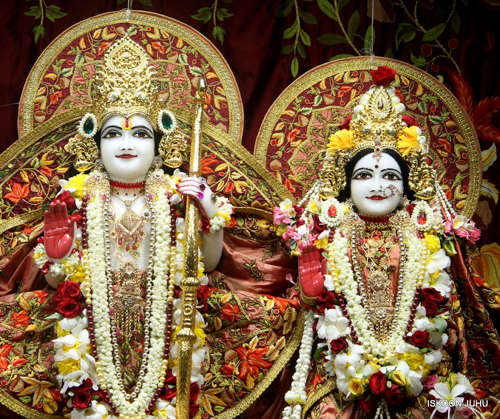 ISKCON Juhu Sringar Deity Darshan on 30th May 2016 (28)