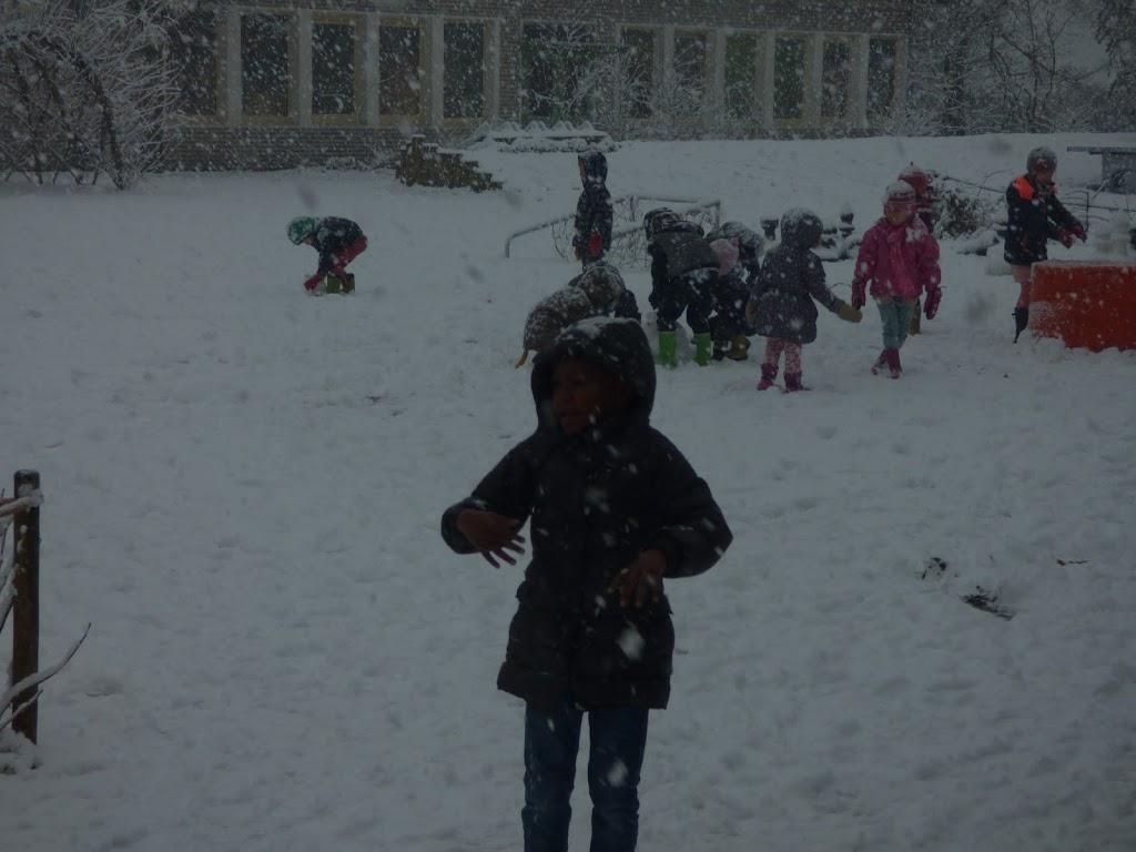 Spelen in de sneeuw - P1060677.JPG