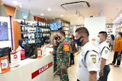 Koptu Catur Handoko Laksanakan Operasi PPKM di Mall Matahari Singosaren Plaza
