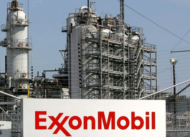 A view of the Exxon Mobil refinery in Baytown, Texas in this file photo from 15 September 2008. Photo: Jessica Rinaldi / REUTERS