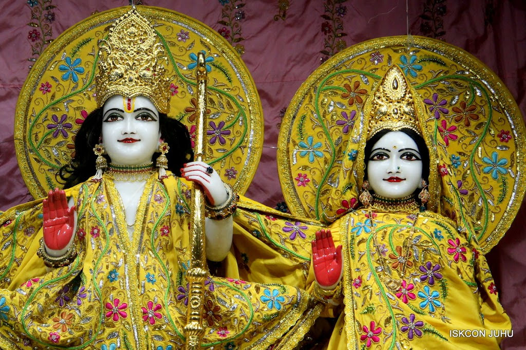 ISKCON Juhu Mangal Deity Darshan on 27 April 2016 (9)