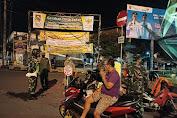 Patroli Prokes di Monumen Tumpeng Merapi