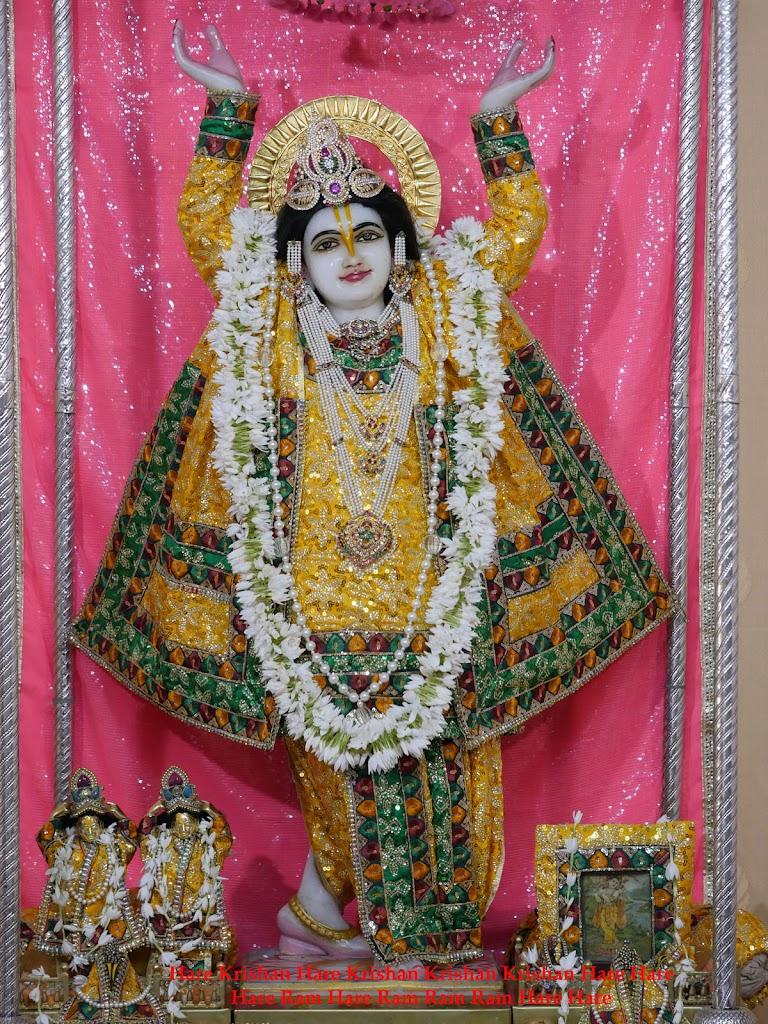 Radha Govind Devji Deity Darshan 28 Mar 2016 (11)