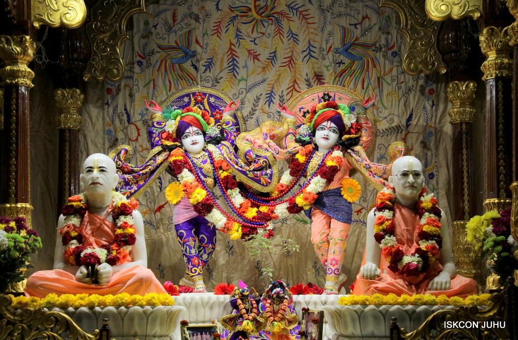 ISKCON Juhu Sringar Deity Drashan on 17th Jan 2017 (5)