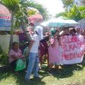 Tak Lolos Seleksi, Massa Bakal Calon Kades Palang Kantor Desa