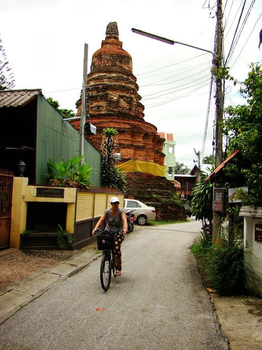 Stupa budista en los barrios exteriores a la muralla