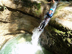 Toboggan naturel suivi d'une vasque profonde dans ce canyon de Ternèze