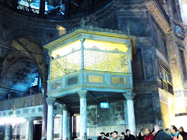 Maqsura dende onde o sultán asistía aos rezos