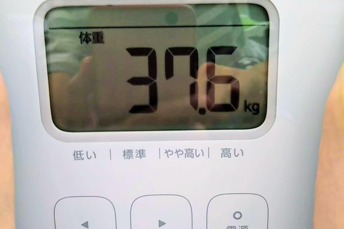 私が乗った体重計の数字がアップになっている