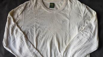 黄ばんだ長袖Tシャツ