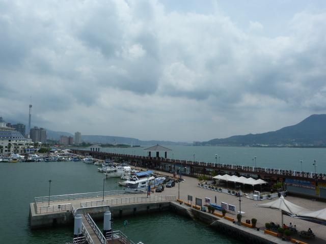 Port de TAM SHUI, DAN SHUI, avec AU FOND Taipei