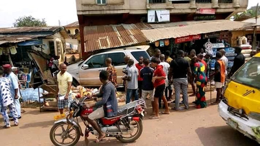 Tragedy Averted In Owerri, As Mercedes Benz Jeep Overrun Into Shop