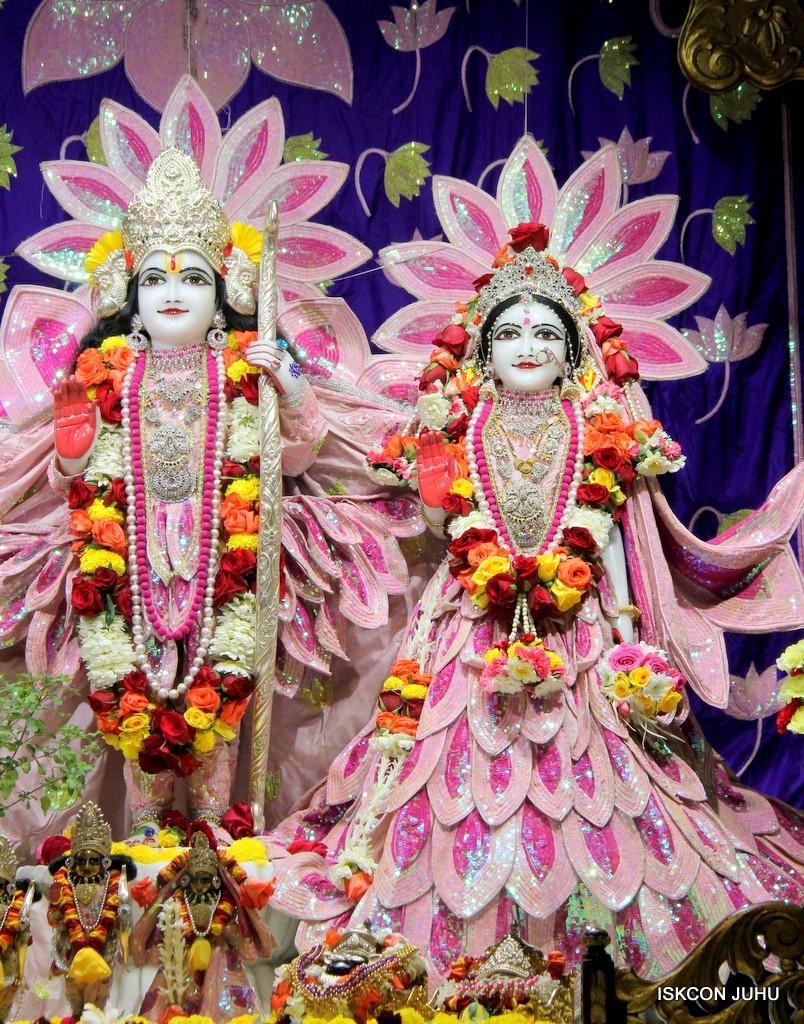 ISKCON Juhu Sringar Deity Darshan 5 Jan 2017 (19)