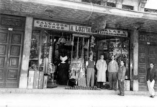 Photo: A Luzitana, especializada em calçados. Foto sem data