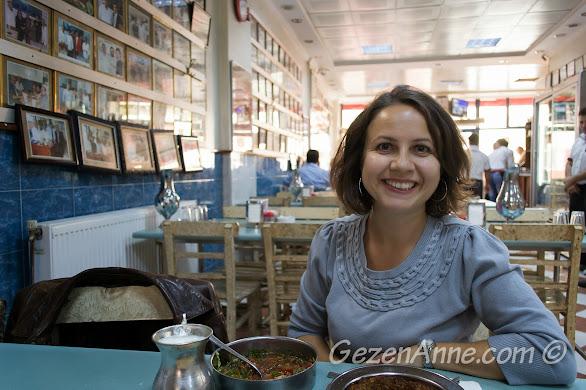 Halil Usta'da yemek yerken, Gaziantep
