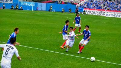 横浜F・マリノス中村俊輔と下平匠20160319235.jpg