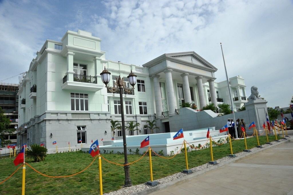 La Présidence et le Sénat au chevet de la Cour de Cassation