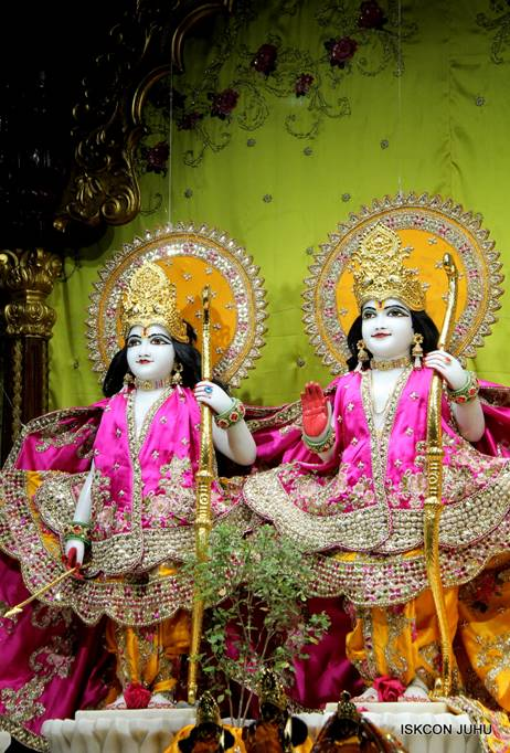 ISKCON Juhu Mangal Deity Darshan 05 Mar 2016 (31)