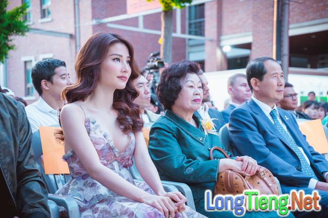 Diễm My 9x xinh đẹp và gợi cảm dự khai mạc liên hoan phim tại Hàn Quốc - Ảnh 3.