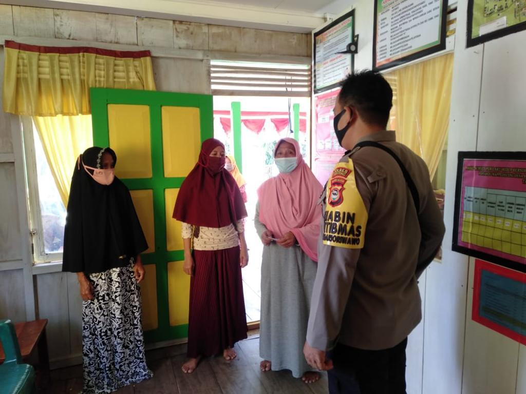 Bhabinkamtibmas Polsek Marioriwawo  Gencar Imbau Protapkes Secara Secara Door To Door