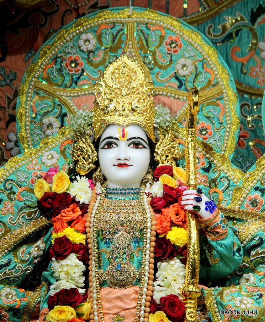 ISKCON Juhu Sringar Deity Darshan on 19th Jan 2017 (26)